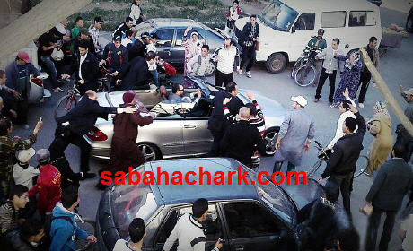 الملك محمد السادس يتجول بشوارع بركان , السعيدية ووجدة … على متن سيارته المسؤولون ببركان يحرمون السكان من رؤية ملك البلاد