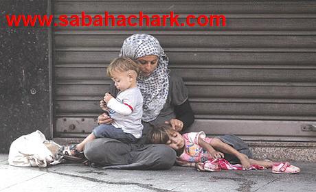 العائلات سوريون التي توزعت على المدن المغربية في شوارع و أمام المساجد