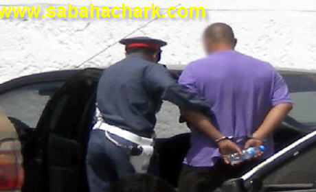 جرسيف : درك جرسيف يحجز طن من المخدرات على متن سيارتين مزورتين بالطريق السيار
