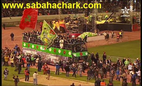 """عشرات الألاف يُحيون الرجاء بالبيضاء بملعب """"محمد الخامس"""" بفريقه الدي حقق انجازاً تاريخيا"""