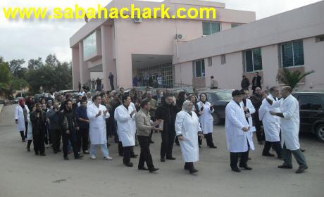 موظفو الصحة ببركان في وقفة  بمستشفى الدراق احتجاجا على نعتهم بالكلاب والحمير