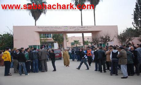 فعاليات المجتمع المدني في وقفة احتجاجية ثانية أمام مستشفى الدراق ببركان احتجاجا على تردي الخدمات : حالة سميرة نموذجا