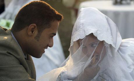 4 مليون مغربية عانس عن الزواج .. هل التعدد هو الحل؟