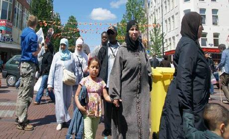 الأحكام الصادرة في حق بعض المغاربة العائدين من هولندا والمتضررين من تخفيضات 40 في المائة من التعويضات العائلية وتعويضات اليتامى والأرامل