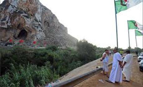 """برنامج""""غوغل إيرث""""  يضم أراضي مغربية إلى الجزائر"""