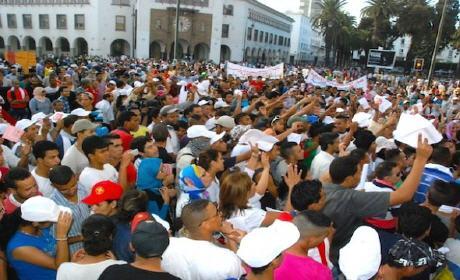 الديربي النقابي.. شعارات كروية وآلاف المشاركين وأعضاء من اللجنة التنظيمية يستخدمون « السماطي » لتفريق الصحفيين
