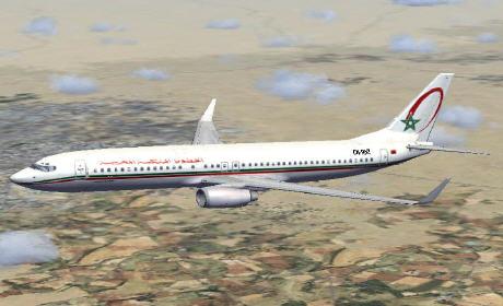 طائرة تقل 250 مغربياً تهبط اضطرارياً بالجزائر بسبب سوء الأحوال الجوية