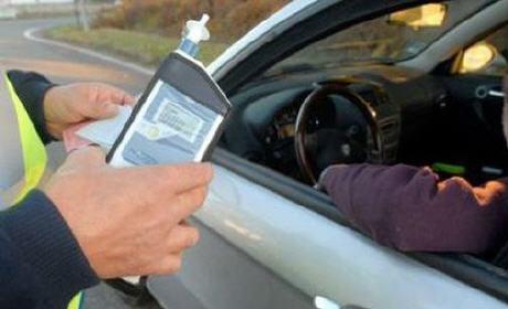 الحاضر يعلم الغايب.. الشروع في مراقبة نسبة الكحول لدى السائقين