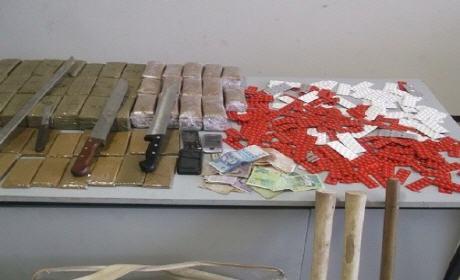 أمن وجدة يسقط شبكة للاتجار في المخدرات و الأقراص المهلوسة  ويحجز 560 كلغ من الشيرا و تحجز 5 سيارات