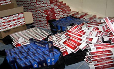 """حجز 130 ألف علبة من السجائر و160 كلغ من مادة """"المعسل"""" مهربة من الجزائر"""