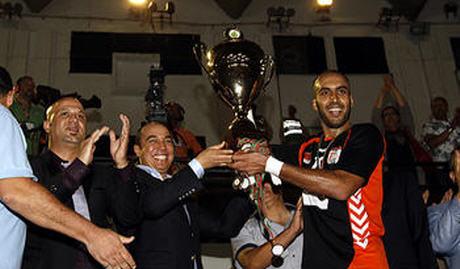 نهضة بركان لكرة اليد يعانق كأس العرش للمرة الثانية في تاريخه 2013-2014