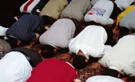 وزارة الأوقاف تدخل على خط حادث الصلاة بإمامين