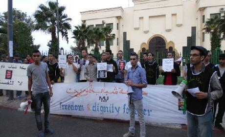 حركة شباب تاوريرت تنظم وقفة احتجاجية قبالة قصر البلدية مطالبة بمحاسبة المجلس البلدي ورحيل رئيسه