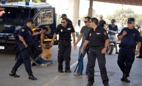 إسبانيا تبحث عن مغربي طعن شرطيا في مليلية