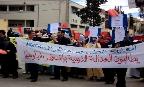 المغاربة المطرودون من الجزائر يطالبون الحكومة بتبني قضيتهم