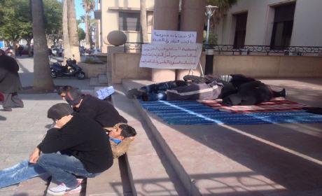 المعطلون المكفوفون يعتصمون أمام بلدية وجدة 3 أسابيع