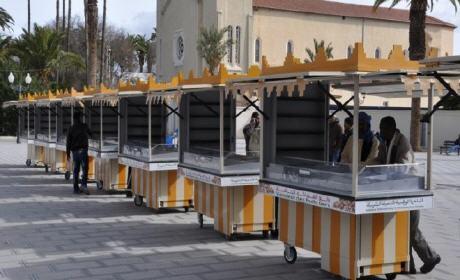توزيع 21 عربة عصرية لفائدة باعة الفواكه الجافة بمدينة وجدة
