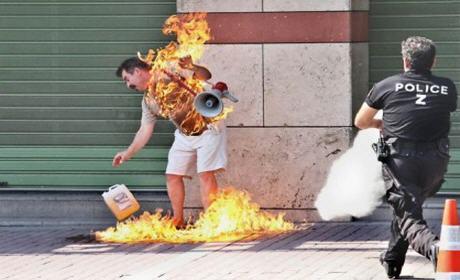 طالب لجوء مغربي يحرق نفسه في احد شوارع المانيا