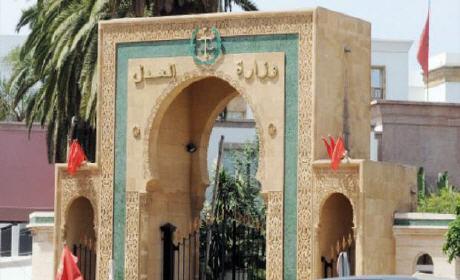 """""""بلاغ"""" وزارة العدل تؤدب 10 خبراء قضائيين لارتكابهم إخلالات مهنية"""