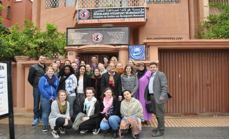 طلبة من المدرسة العليا باتريخت الهولندية في زيارة لمؤسسة هولندا لمساعدة العائدين ببركان