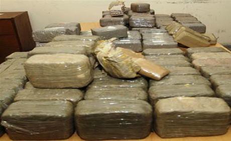 عناصر الدرك الملكي بأحفير يحجز سيارة مُحملة بـ650 كيلوغراماً من المخدرات