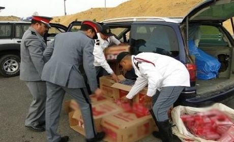 عناصر الدرك الملكي ببركان يحجز سيارة مُحملة بـ10 آلاف علبة سجائر مهربة من الجزائر