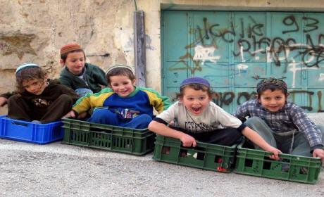 أكثر من ثلاثة ملايين طفل يعيشون تحت خط الفقر في فرنسا