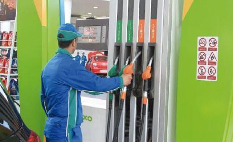 تخفيض 16 سنتيما في سعر الكازوال وزيادة طفيفة في ثمن البنزين ابتداء من يوم غد الثلاثاء