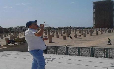 """بعد تبادل القبلات، """"ماصيمينش"""" يُعلنون افطار رمضان من قلب مسجد حسان"""