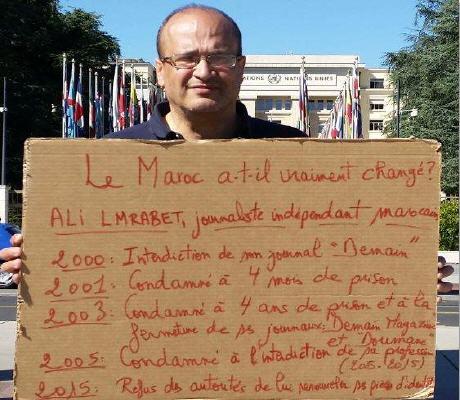 صحفي علي لمرابط يصعد احتجاجاته ضد الحكومة ويضرب عن الطعام ليلا أمام مقر منظمة حقوق الإنسان بسويسرا