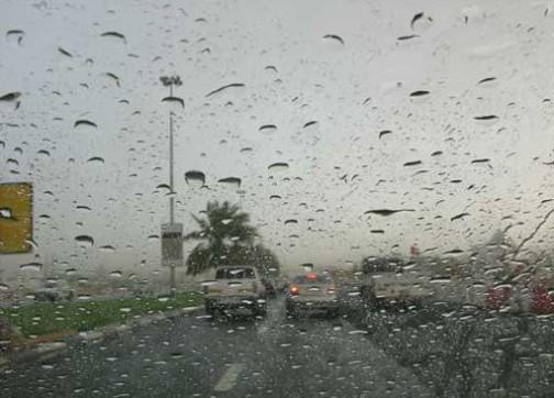سحب كثيفة وأمطار ذات طابع عاصفي في العديد من مناطق المملكة