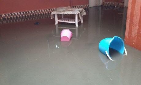 """مياه الواد الحار تغمر منازل سكان حي سيدي سليمان شراعة وحي التقدم """" الحرشة """" ببركان"""