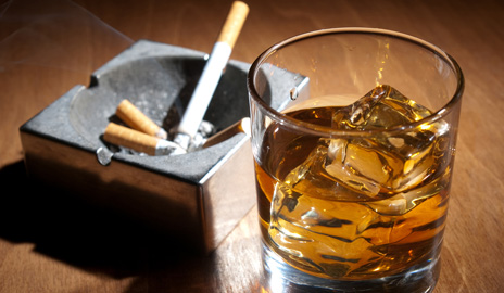 """الحكومة ترفع أسعار المشروبات الكحولية والسجائر و""""الشـيشا"""" لسد عجز الميزانية"""