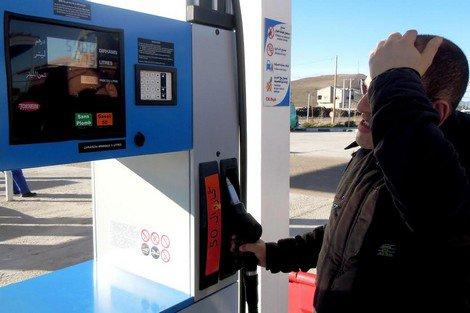 الحكومة تعلن إرتفاع في أسعار الغازوال ب17 سنتيما والبنزين ب30 سنتيما ابتداء من 16 نونبر 2015