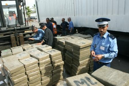 جمارك الناظور يحجزون 91 كلغ من مخدر الشيرا