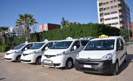 عمالة إقليم بركان: تسليم 15 مفاتيح  سيارات الأجرة جديدة لفائدة المهنيين