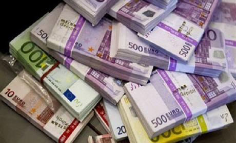 عناصر الجمارك الناظور حجز 50 ألف أورو بمطار العروي