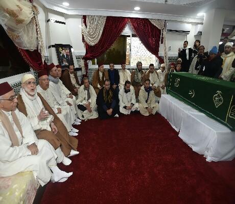 مستشارو الملك ووزراء ومريدون من مختلف الأنحاء حضروا لتشييع جنازة شيخ الزاوية البودشيشية