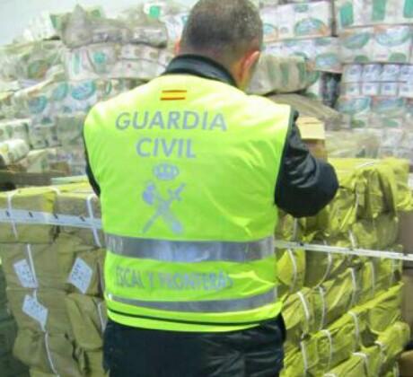 حجز كمية من البطانيات والأقفال المزورة بقيمة 500 مليون سنتيم بميناء مليلية المحتلة