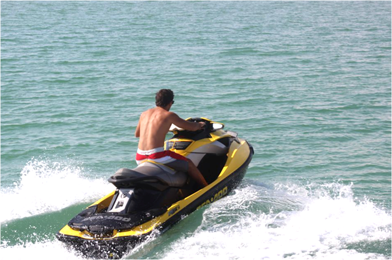 دراجات « جيت سكي » الخطر الذي يهدد السلامة البدنية للمصطافين بشاطئ السعيدية