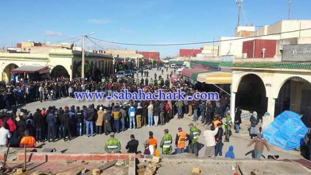 وقفة احتجاجية حاشدة امام ساحة المارشي وسط العيون الشرقية تضامنًا مع حراك جرادة
