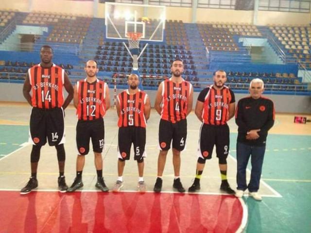 فريق نهضة بركان لكرة السلة يعود بفوز مهم على حساب نادي وفاق تنجداد… الإنتصار السادس على التوالي