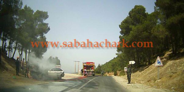 ارتفاع في درجة الحرارة يتسبب في اندلاع حريق بسيارة من نوع مرسديس بالقرب من منطقة زكزل