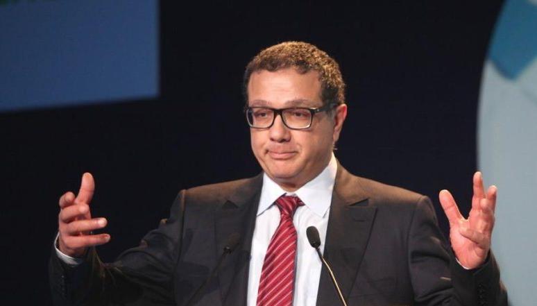 عاجل…الملك يعفي محمد بوسعيد وزير الاقتصاد و المالية