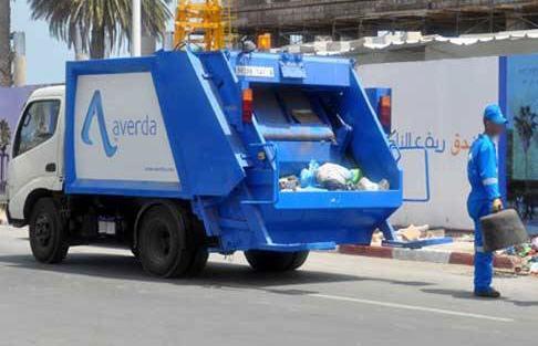 شاحنات شركة » افريدا » لنقل الأزبال تضايق المواطنين بسبب تسرب سوائل نثتة  ورائحتها التي تضر بصحة المواطننين