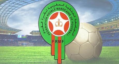 قرارات تأديبية تصدرها الجامعة المغربية لكرة القدم في حق لاعبين وأندية