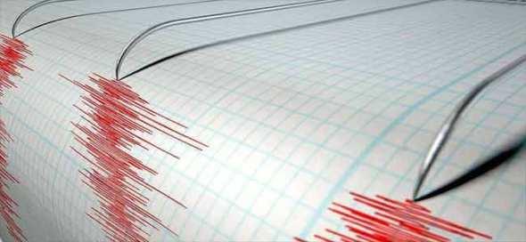فاجعة في تركيا.. الزلزال يقتل 7 أشخاص ومواطنون عالقون تحت الأنقاض