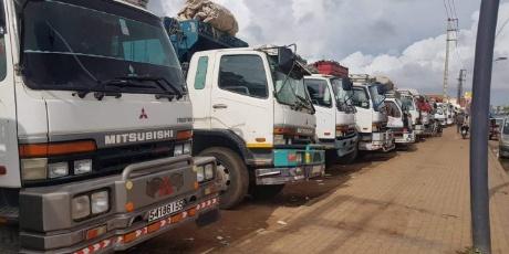 وزارة التجهيز والنقل تحدد عدد ركاب شاحنات نقل البضائع في شخصين فقط