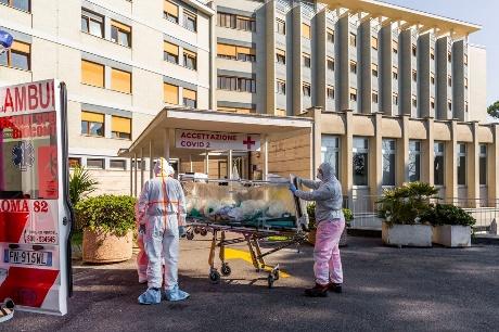 إيطاليا تسجل نحو 800 حالة وفاة بفيروس كورونا في يوم واحد