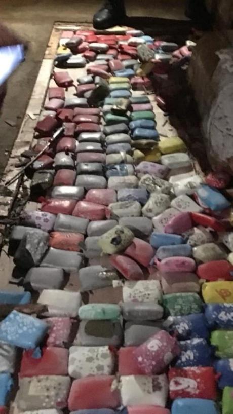 بالكلاب البوليسية والسكانير أفشلت العناصر الأمنية بميناء طنجة مرور هذه الكمية من المخدرات